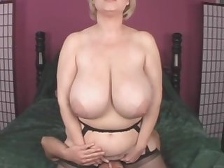 Busty blonde mature mom Samantha 38G shagged in amateur video