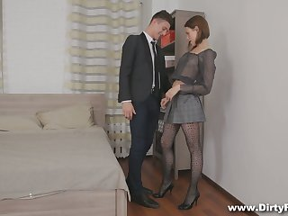 Slim young courtesan Dila does everything her sex partner desires