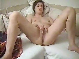 Die sexgeile Ehefotze brauchts mehrmals am Tag.