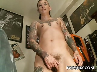 adorable housewife dumpster masturbates to squirting orgasm on cam