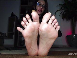 Charming amateur babe foot fetish online show